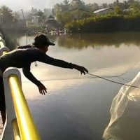 Mancing di atas jembatan nusawangu